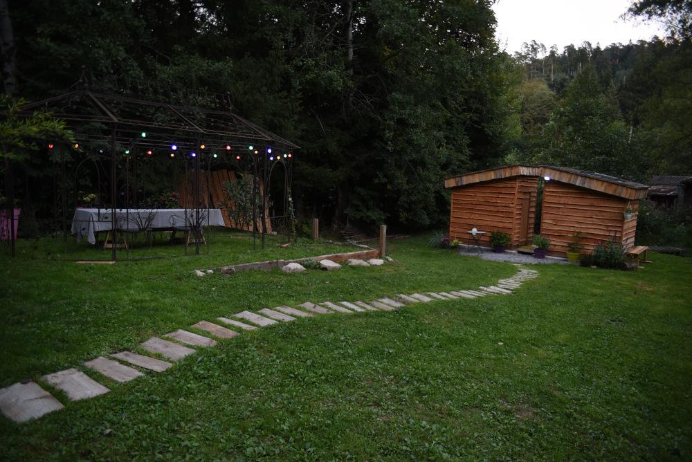 Jardin du chalet de nuit